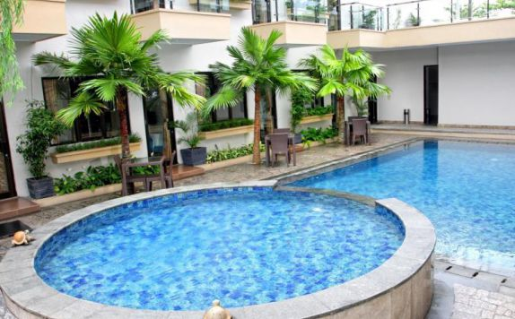 Swimming Pool di Anugrah Hotel