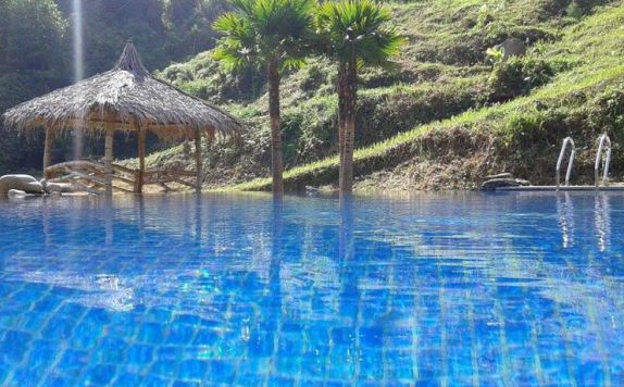 Kolam Renang di Dream Resort Ciwidey