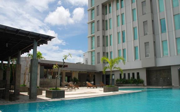 Swimming Pool di Grand Clarion Hotel & Convention