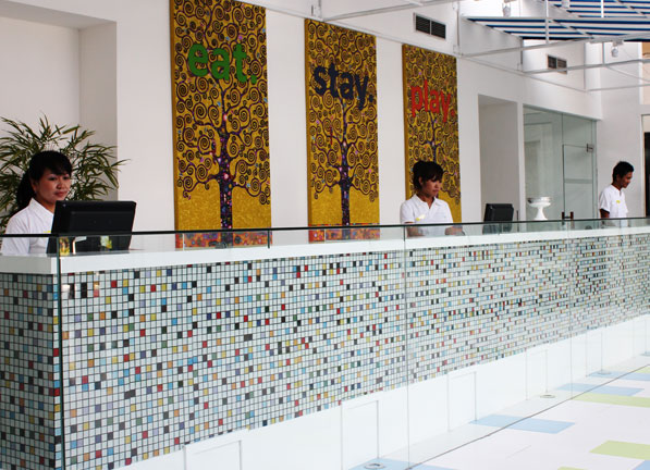 Thumbnail Photo - Receptionist di Home at 36 Condotel  (Apartment)