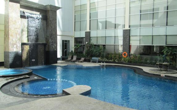 Swimming Pool di Menara Bahtera