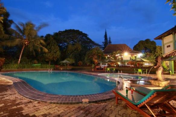 Swimming Pool di Poeri Devata Resort Hotel