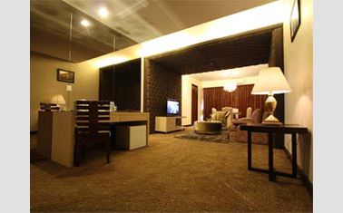 Royal suite living room di Ratu Hotel Bidakara