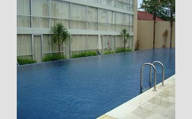 Swimming pool di Royal Hotel Jember