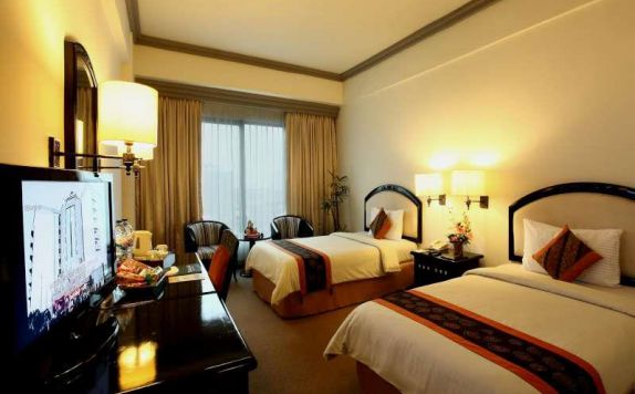 guest room 2 di Travellers Hotel Jakarta